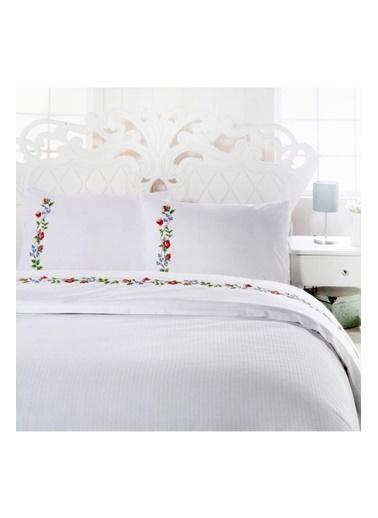 Lady Moda Flowers Çift Kişilik Nakışlı Pike Seti Renkli